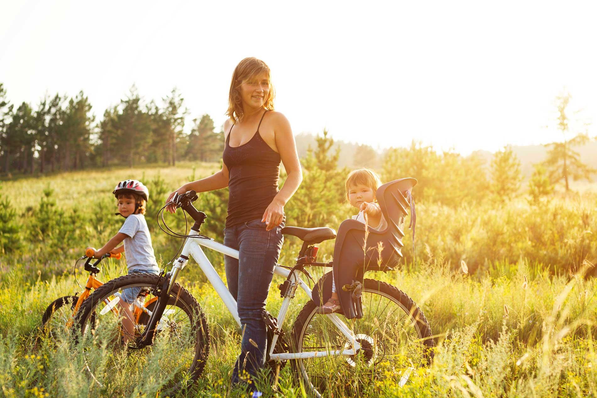 משפחה על אופניים בגליל ים